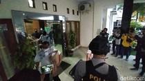Geledah Kantor Dinas PU Banjar, Petugas KPK Sita Koper-Dus Dokumen