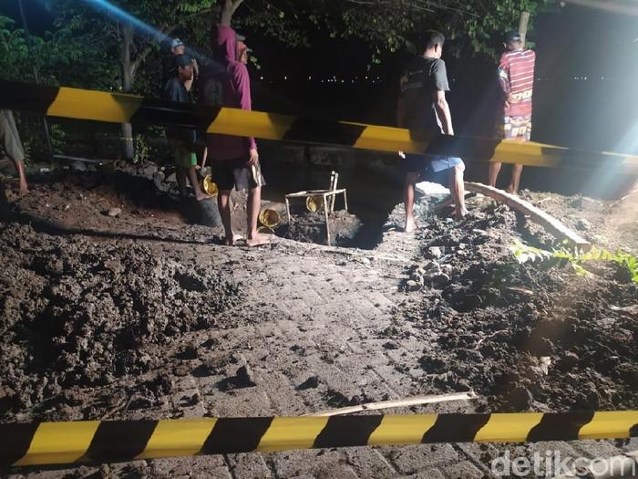 Warga Tanggulangin Sidoarjo dikejutkan sebuah ledakan keras yang tak tahu dari mana sumbernya. Namun setelah mendengar ledakan, warga menemukan pipa gas bocor.