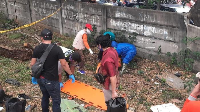 Polisi Evakuasi Jenazah Editor MetroTV Yodi Prabowo ke RS Polri