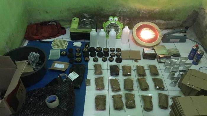 Polisi Gerebek Rumah Produksi Narkoba Gorila di Bogor