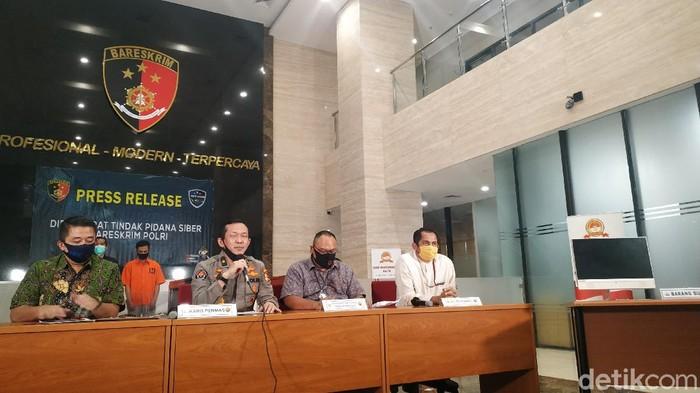 Polisi Tangkap Pembobol Data Pribadi Denny Siregar (Bilwahid/detikcom)