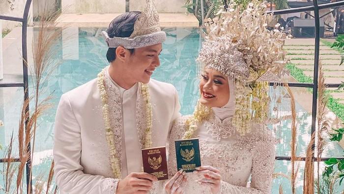 Dinda Hauw dan Rey Mbayang menikah