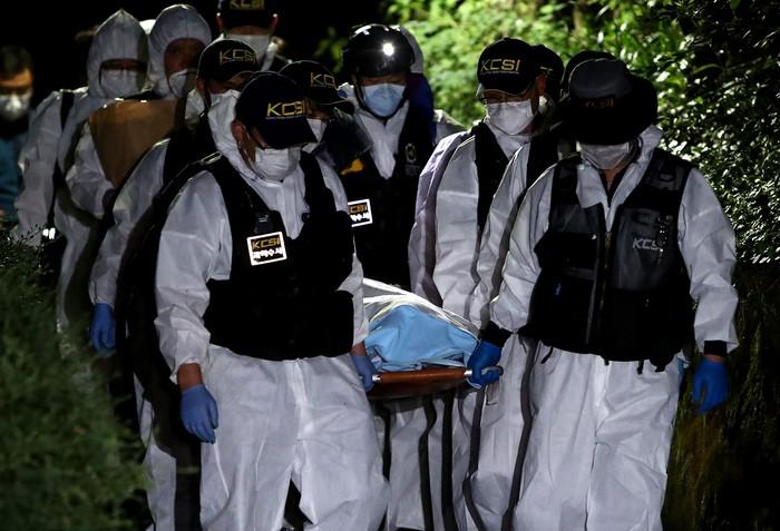 Wali Kota Seoul, Park Won-soon ditemukan dalam keadaan tewas setelah dilaporkan hilang secara misterius. Jasad Park ditemukan di pegunungan di utara Seoul.