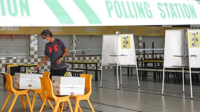 Singapura menggelar pemilihan umum (Pemilu) di tengah pandemi Corona, Jumat (10/7/2020). Pemilu digelar dengan menerapkan protokol kesehatan.