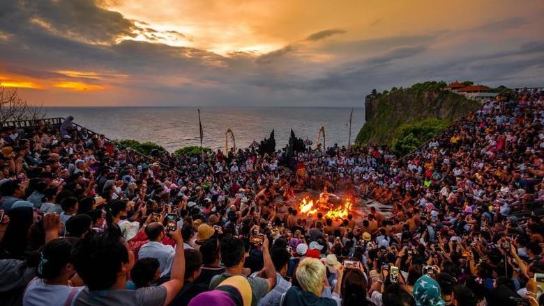 Tari Kecak dan Sunset Syahdu di Bali