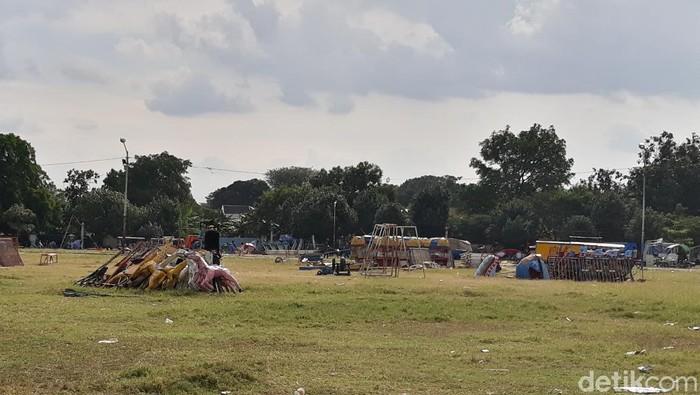 Tenda-tenda yang sudah dipasang di Alun-alun Selatan Keraton Solo kini sudah dicopot