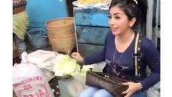 Cerita Tukang Sayur Unik, Mirip Syahrini hingga Berhasil Jadi Sarjana