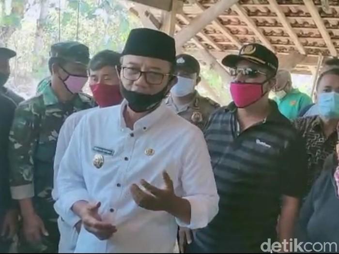 Bupati Ngawi Budi Sulistyono angkat bicara soal salah seorang warganya yang mengaku memindahkan rumah seorang diri dalam semalam. Menurutnya itu terjadi atas kehendak Tuhan Yang Maha Kuasa.