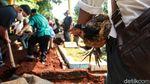 Almarhum Masih Perjaka, Keluarga Lepas Ayam Jantan di Pusara Yodi Prabowo