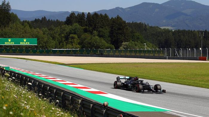 SPIELBERG, AUSTRIA - JULY 10: Lewis Hamilton of Great Britain driving the (44) Mercedes AMG Petronas F1 Team Mercedes W11 on track during practice for the F1 Grand Prix of Styria at Red Bull Ring on July 10, 2020 in Spielberg, Austria. (Photo by Bryn Lennon/Getty Images)