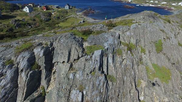 Discovery Geopark Global UNESCO mencakup lebih dari 280 kmgaris pantai berbatu yang penuh dengan pemandangan luar biasa pada gua, lengkungan dan tumpukan laut. (UNESCO)