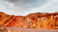 Zhangye Global Geopark UNESCO memiliki bukit berwarna-warni, contohnya daratan Danxia yang terbentuk oleh batu pasir dengan berbagai warna. (UNESCO)