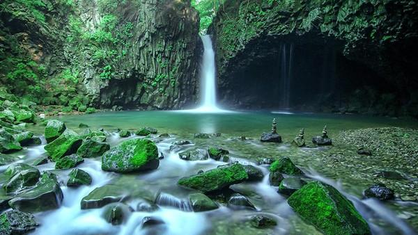 Hantangan UNESCO Global Geopark (Republik Korea) menampilkan pemandangan vulkanik unik dari lembah yang dalam, tebing basal, sambungan kolumnar dan air terjun yang terbentuk pada akhir kuarter. (UNESCO)