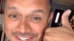 Viral di TikTok, Pria Ini Temukan Perbedaan Generasi dari Gestur Menelepon
