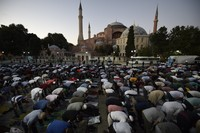 Dengan penetapan Hagia Sophia menjadi masjid itu, umat Islam di Turki dapat melangsungkan salat mulai 24 Juli 2020. (Foto: AP/Emrah Gurel)
