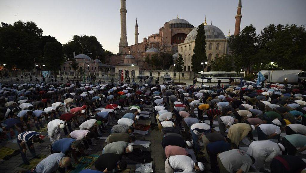Salat Jumat Pertama di Hagia Sophia Puncak Kemenangan Perjuangan Muslim Turki