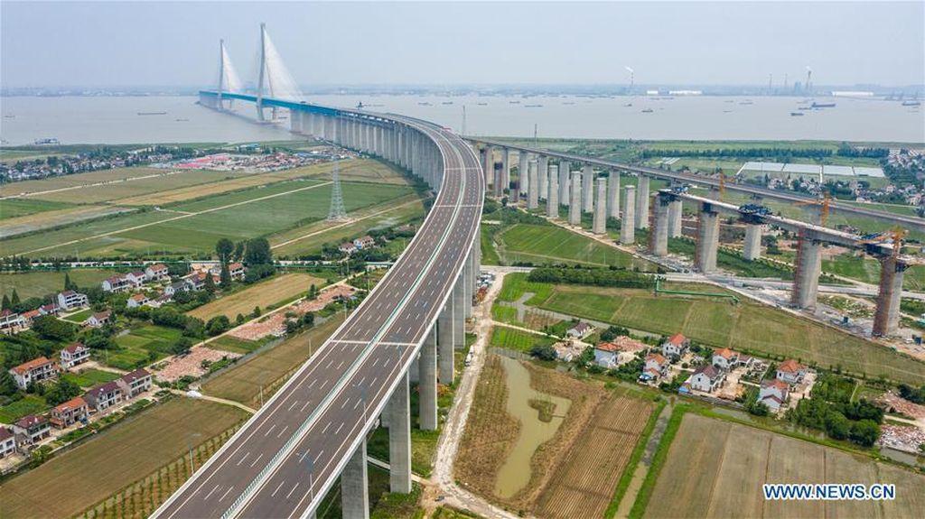 Jembatan Kabel Terpanjang di Dunia 11 Km Dibuka di China