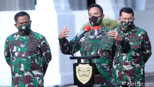 Kepala Staf Angkatan Darat (KSAD) Jenderal TNI Andika Perkasa menjelaskan kronologi terungkapnya 1.280 orang di Sekolah Calon Perwira Angkatan Darat (Secapa AD) Bandung positif COVID-19. Konferensi pers dilakukan di Makodam III Siliwangi, Jalan Aceh, Kota Bandung, Sabtu (11/7/2020).