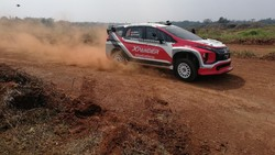 Kesan Pertama Rifat Latihan Pakai Mobil Rally Xpander AP4 di Sirkuit Tanah