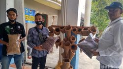 Pemuda di Lamongan Berkreasi dengan Sabut Kelapa