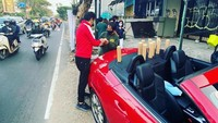 5 Penjual Kopi Unik, Pakai Mobil Mewah hingga Jualan di Boks Telepon