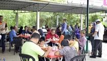 Mulia! Pasangan Ini Buka Restoran Gratis Untuk Bantu Orang Kekurangan
