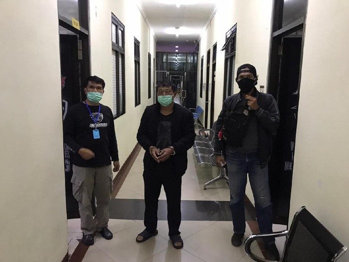 Song Chuanyun (tengah) pelaku penganiaya WNI ABK Kapal China Lu Huang Yuan Yu 118 ditangkap.