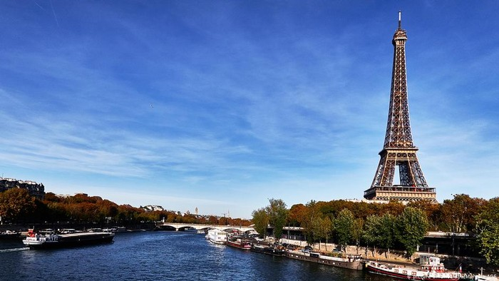 Teras Menara Eiffel Kembali Dibuka Untuk Pesta Malam