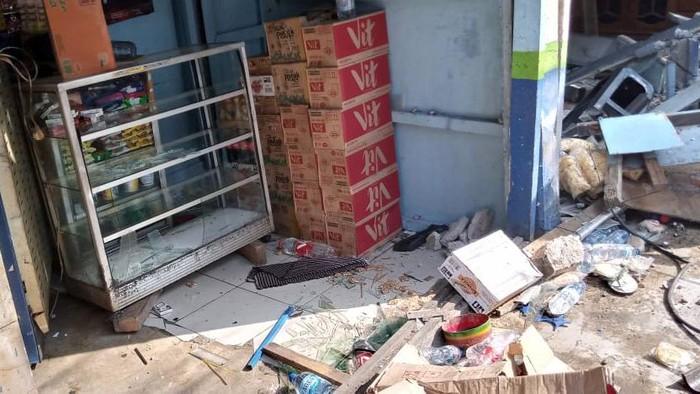Truk Boks Tabrak Warung di Casablanca Sudah Dievakuasi, 2 Orang Dibawa ke RS