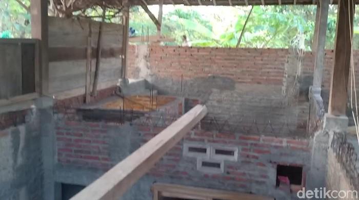 warga ngawi memindahkan rumahnya