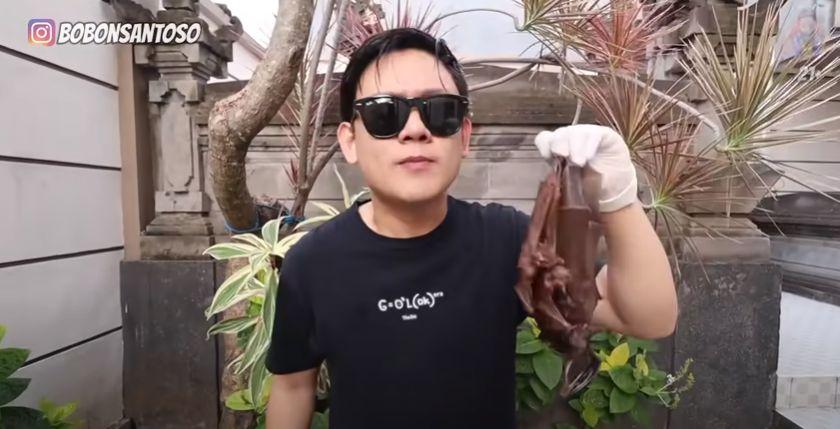 YouTuber Indonesia mukbang kelelawar