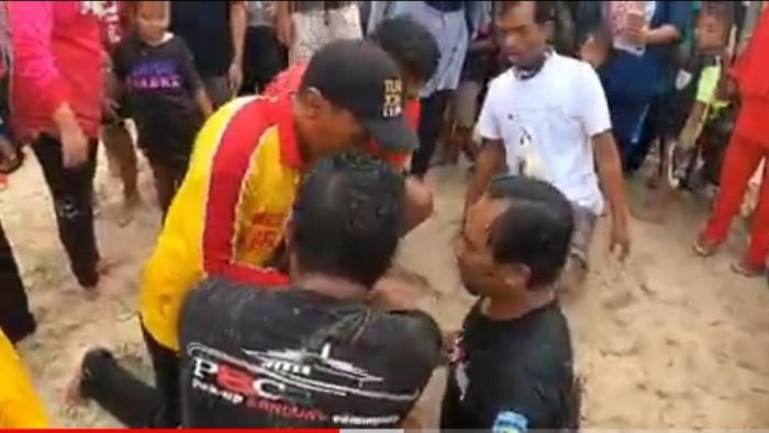 Dramatis! warga Garut selamatkan wisatawan terseret ombak