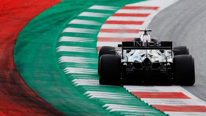 SPIELBERG, AUSTRIA - JULY 12: Lewis Hamilton of Great Britain driving the (44) Mercedes AMG Petronas F1 Team Mercedes W11 on track during the Formula One Grand Prix of Styria at Red Bull Ring on July 12, 2020 in Spielberg, Austria. (Photo by Leonhard Foeger/Pool via Getty Images)