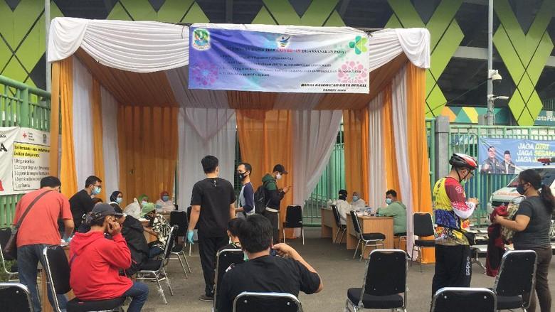 Posko pemeriksaan rapid test Kota Bekasi, Stadion Patriot Candrabaga.