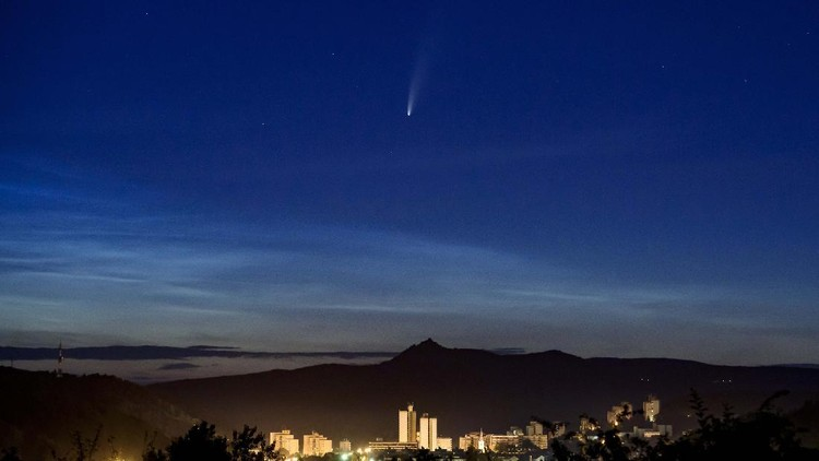 Sepanjang bula Juli, Komet Neowise yang melintasi tata surya bagian dalam dapat dilihat dengan mata telanjang dari bumi. Begini penampakannya.