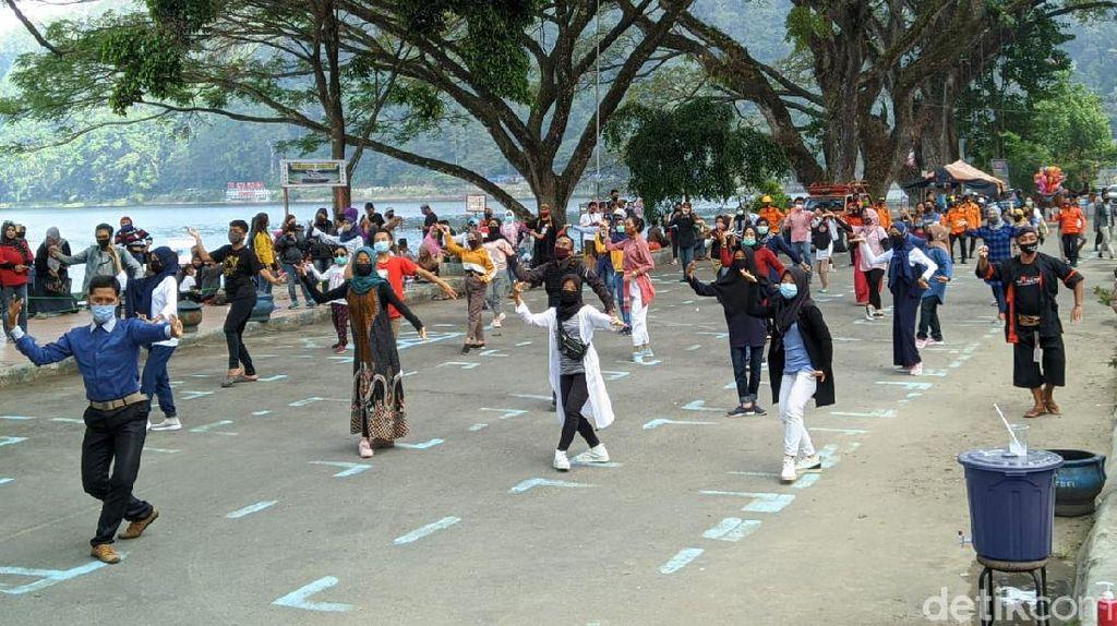 Keseruan Flashmob Langen Tayub di Telaga Ngebel Saat New Normal New Spirit