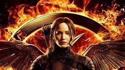 Sinopsis Hunger Games: Mockingjay Part 1, Bonus Nyanyian Jennifer Lawrence