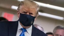 Trump Pakai Masker di Depan Umum untuk Pertama Kalinya