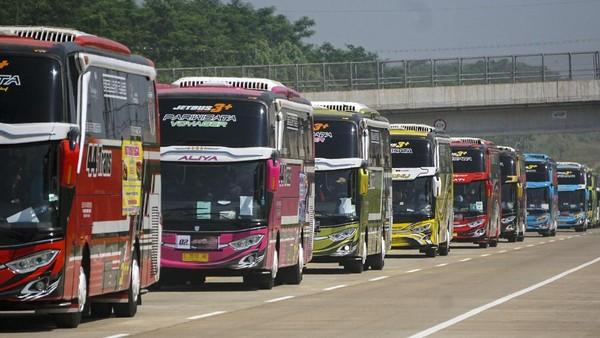 Pihak armada wisata bus PO 44 Trans yang berlokasi di Kabupaten Pekalongan melakukan tur wisata normal baru dengan menerapkan protokol kesehatan.