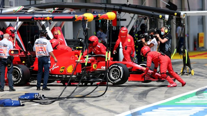 SPIELBERG, AUSTRIA - JULY 12: Charles Leclerc of Monaco driving the (16) Scuderia Ferrari SF1000 retires during the Formula One Grand Prix of Styria at Red Bull Ring on July 12, 2020 in Spielberg, Austria. (Photo by Peter Fox/Getty Images)