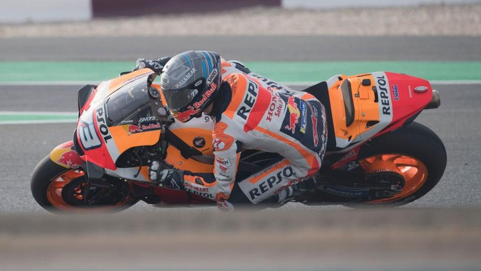 DOHA, QATAR - FEBRUARY 24:  Alex Marquez of Spain and Repsol Honda Honda  rounds the bend  during the MotoGP Tests at Losail Circuit on February 24, 2020 in Doha, Qatar. (Photo by Mirco Lazzari gp/Getty Images)