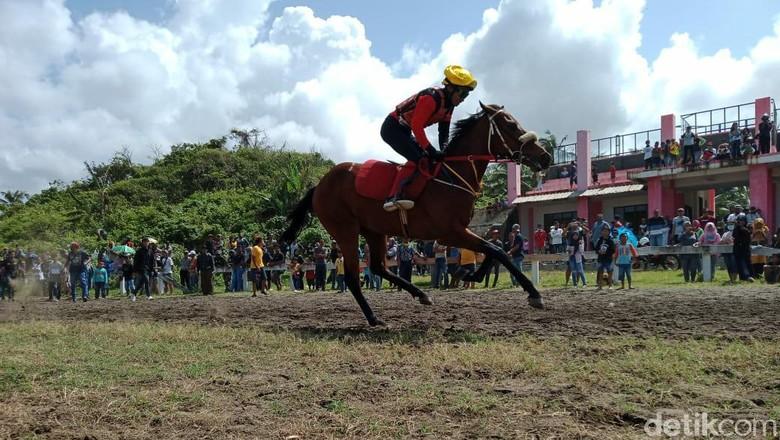 Arena Pacuan Kuda Legok Jawa, Pangandaran, Jabar