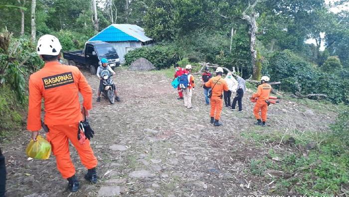 Basarnas Evakuasi Petugas PDAM Bantaeng yang Jatuh ke Jurang
