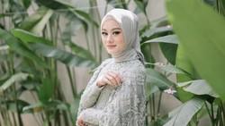 8 Gaya Hijab Dinda Hauw dari Lamaran, Pengajian Hingga Akad Nikah