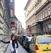 Tak hanya Asia, Hana juga pernah liburan ke Eropa. Di sana, ia mampir ke ibu kota Budapest di Hungaria(Instagram)