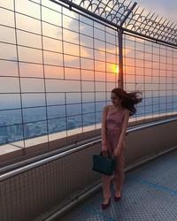 Di Thailand, Hana juga sempat melihat sunset cantik dari atas hotelnya(Instagram)