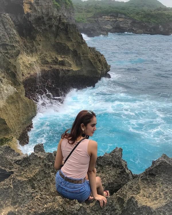 Ini momen saat Hana Hanifa berlibur ke Nusa Penida di Bali(Instagram)