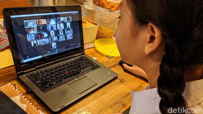 Hari ini merupakan hari pertama masuk sekolah jenjang pendidikan dasar dan menengah tahun ajaran 2020/2021. Di DKI Jakarta proses KBM masih dilakukan secara online.