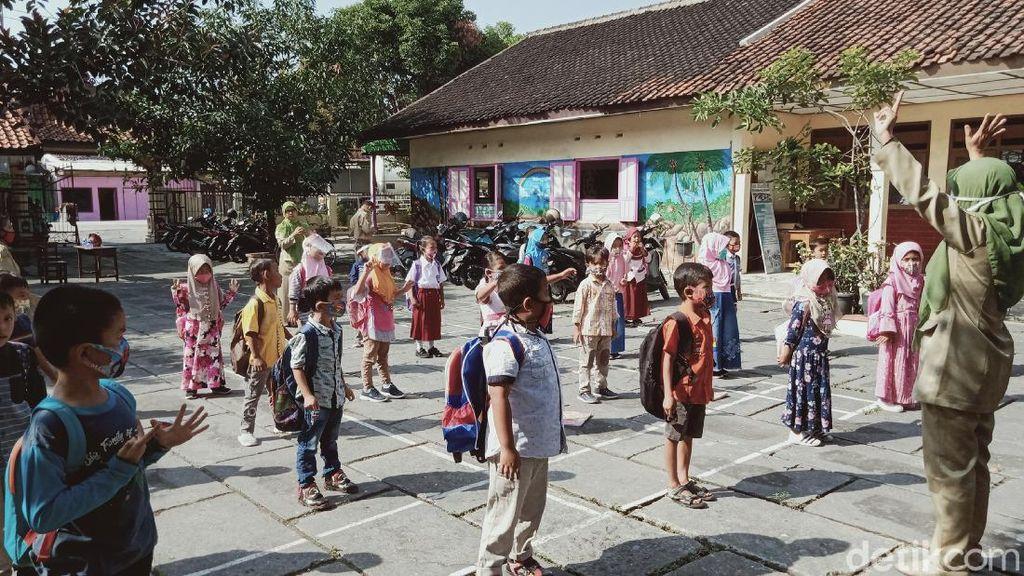 Hari Pertama Sekolah di Klaten, Sosialisasi Protokol Corona ke Siswa-Ortu