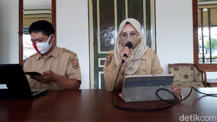 Kepala Dinkes Boyolali, Ratri S Survivalina saat jumpa pers di kantornya, Jl Pandanaran, Boyolali
